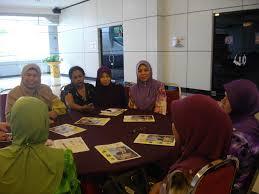 Wanita tidak dihalang untuk aktif di ruang kehidupan awam, tetapi selepas tugasnya sebagai ibu disempurnakan